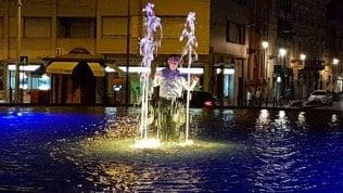 """Bagno nella fontana, Pizzarotti: """"Ho chiesto alla municipale di multarmi"""""""